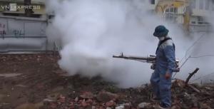 Hà Nội lần đầu dùng máy phun mù nóng diệt muỗi